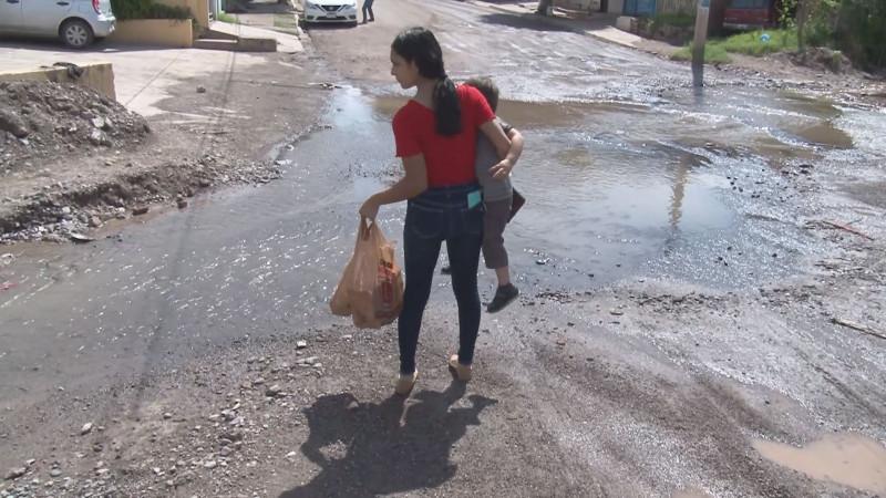 Exigen habitantes de La Esperanza solución definitiva al problema de aguas negras