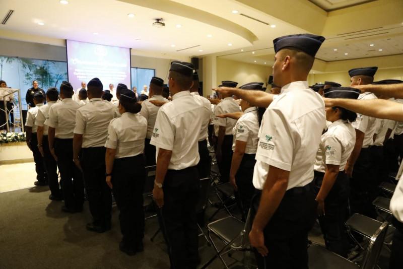 Egresan 345 nuevos oficiales del INECIPE
