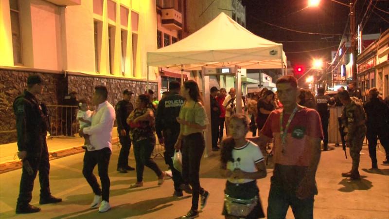 Viven velada patria 'blindada' en el Centro de Mazatlán