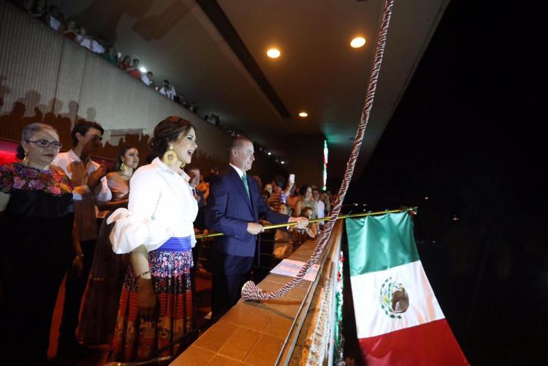 Quirino Ordaz da el tradicional Grito de Dolores
