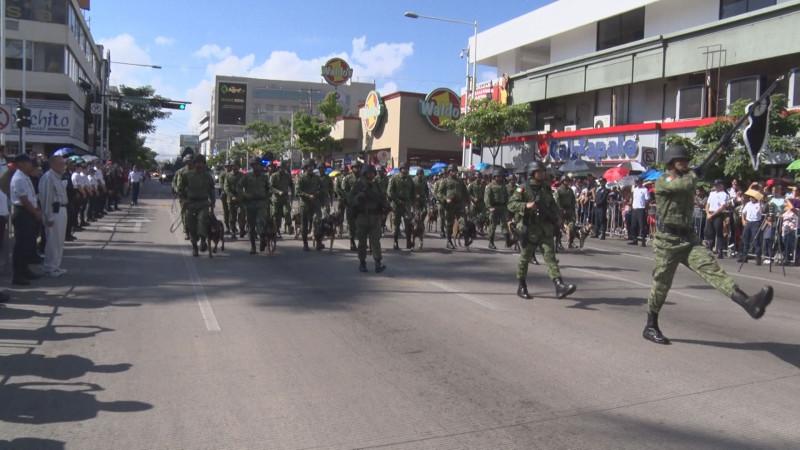 Con sobrio desfile, conmemoran el 209 aniversario de la Independencia de México