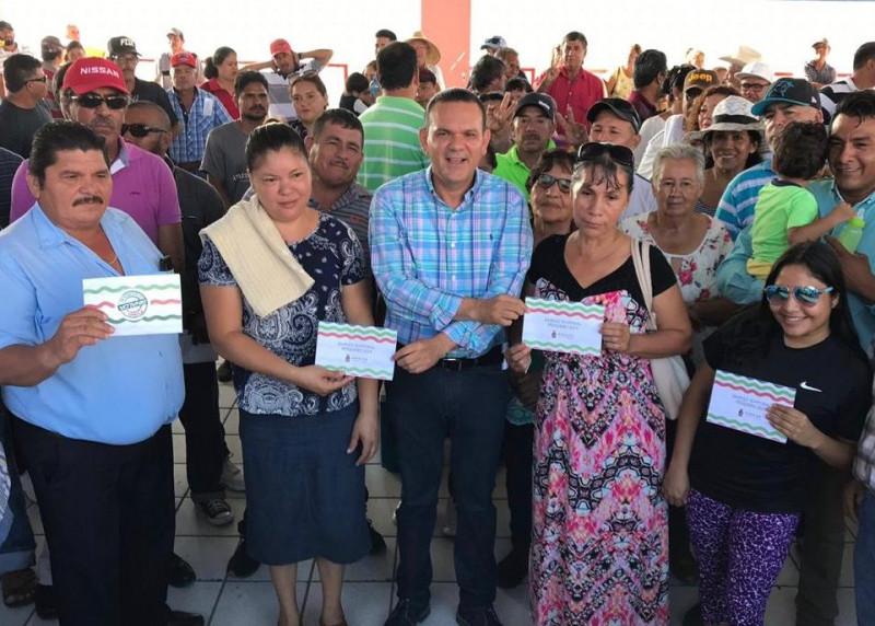 Llevan apoyo de empleo temporal pesquero a Angostura y Ahome