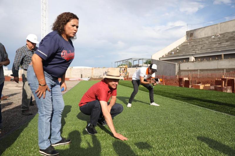 Supervisa Gobernador avances de remodelación del estadio Francisco carranza Limón