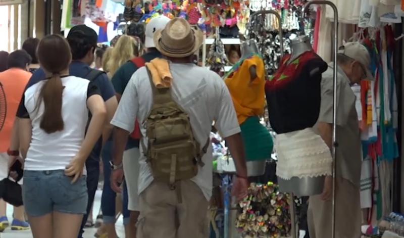 Pese a alerta, turismo no deja de llegar a Mazatlán