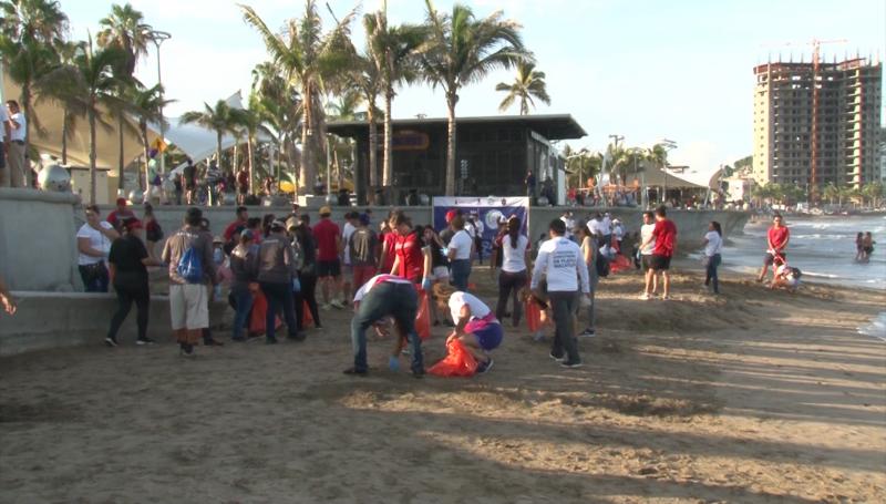 Realizan mega limpieza de playa