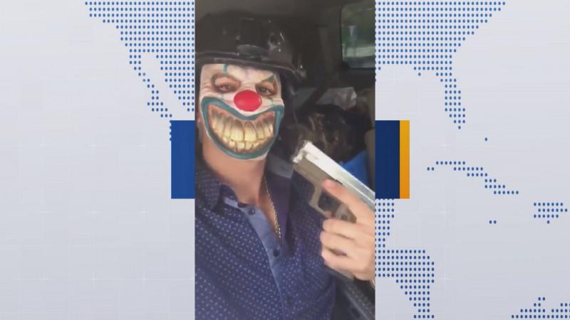 "Presumiendo arsenal se pasean ""Narco Payasos"""