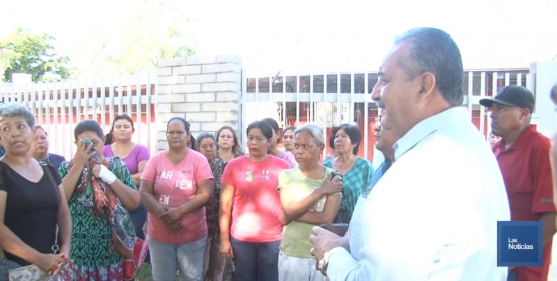 Padres de familia se manifestaron en la Cámara Jr.