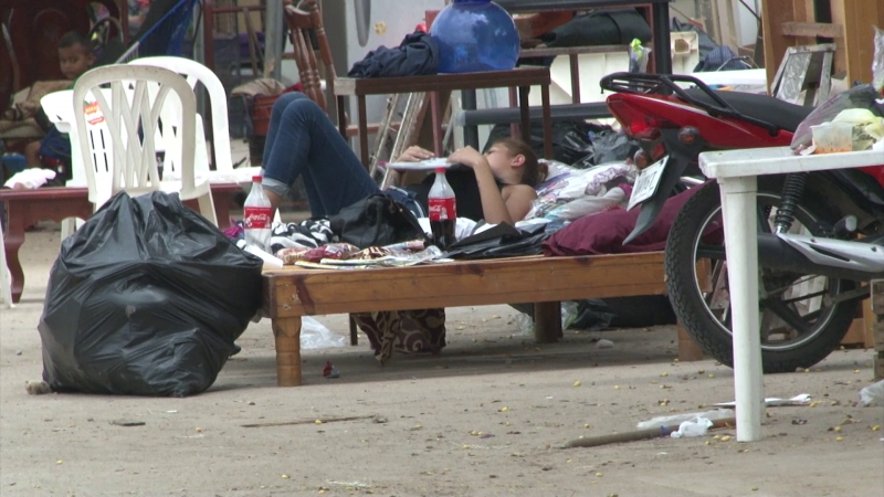 Duermen a la intemperie desalojados de San Fernando