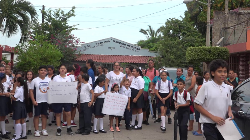 Toman padres escuela en la Sánchez Celis de Mazatlán