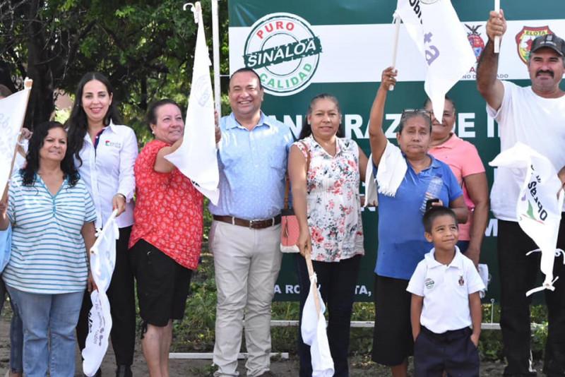 Da banderazo Geovani Escobar de alcantarillado sanitario en Alta Rosa