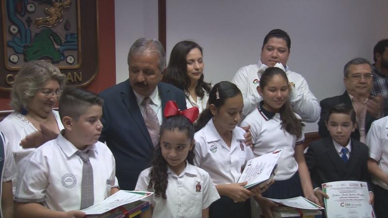El Ayuntamiento de Culiacán entregó el XI  Premio  a los niños y niñas cronistas