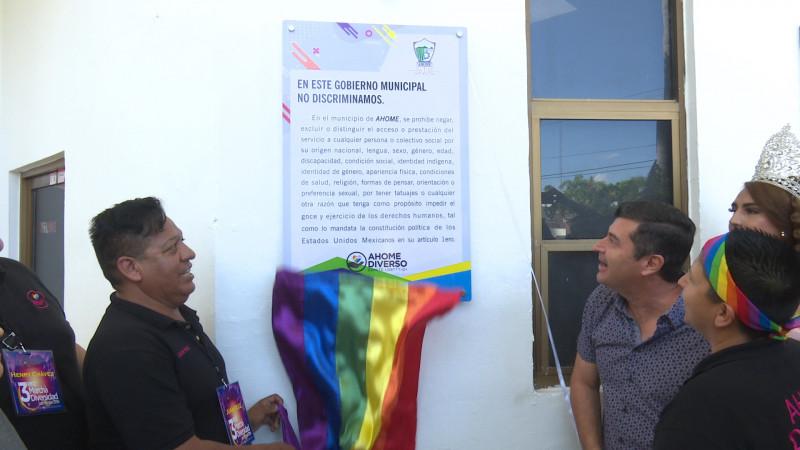 Develan placa de apoyo a la diversidad en palacio municipal