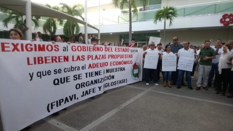Se manifiestan trabajadores sindicalizados en la USE