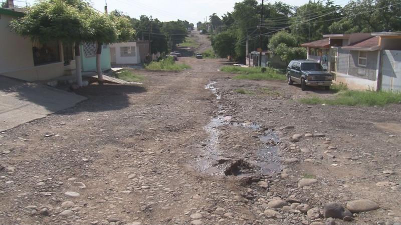 Fuga de agua en la Gustavo Díaz Ordaz