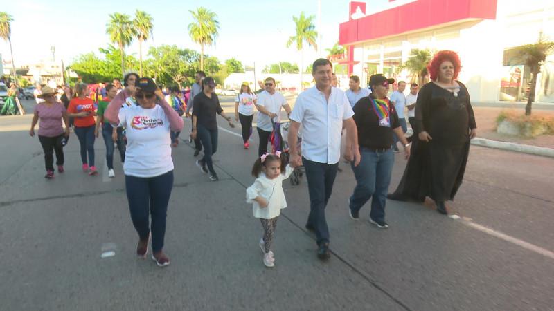 Marchan por la diversidad en Ahome