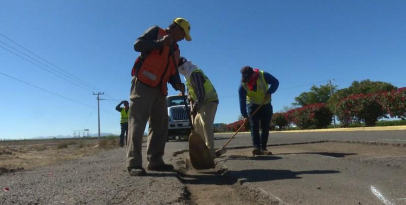 Siguen los trabajos de rehabilitación de carreteras en Sinaloa