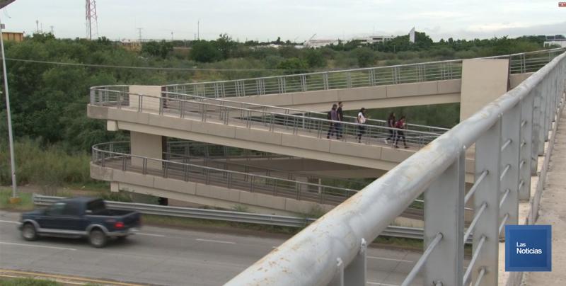 Pide joven estudiante utilizar los puentes peatonales de la Internacional