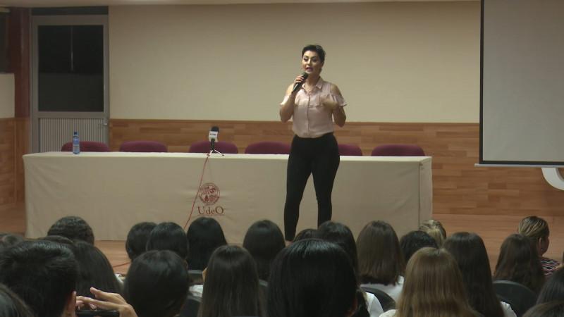 Conferencia sobre 'Cáncer de mama' en UAdeO
