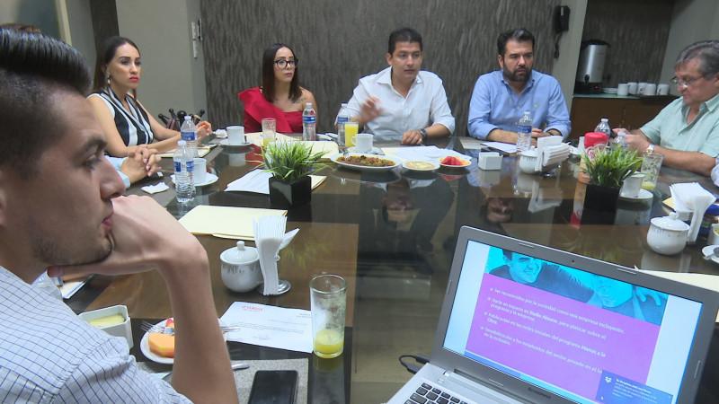 Se reúnen empresarios con regidores del PRI
