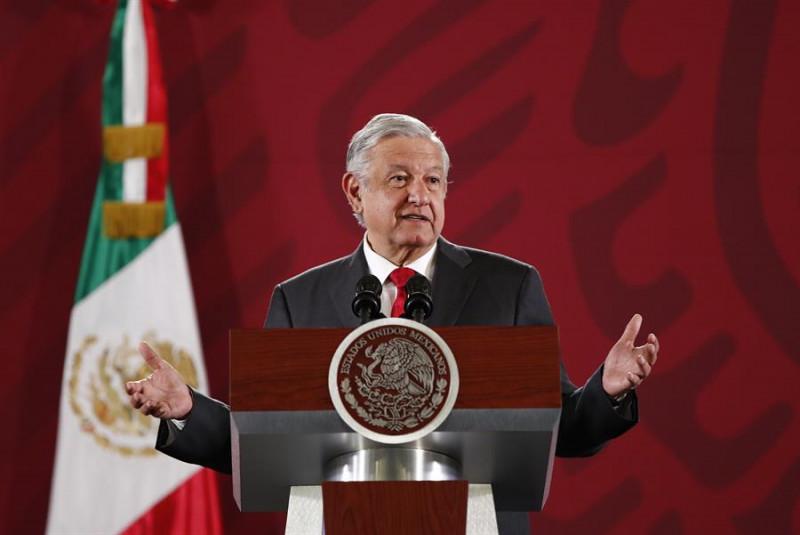 Restos de José José viajarán en avión militar a México, confirma presidente
