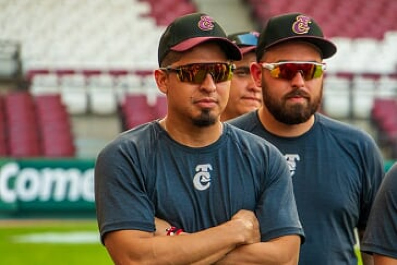 Peña, Cozart y Kelly entrenaron con Tomateros