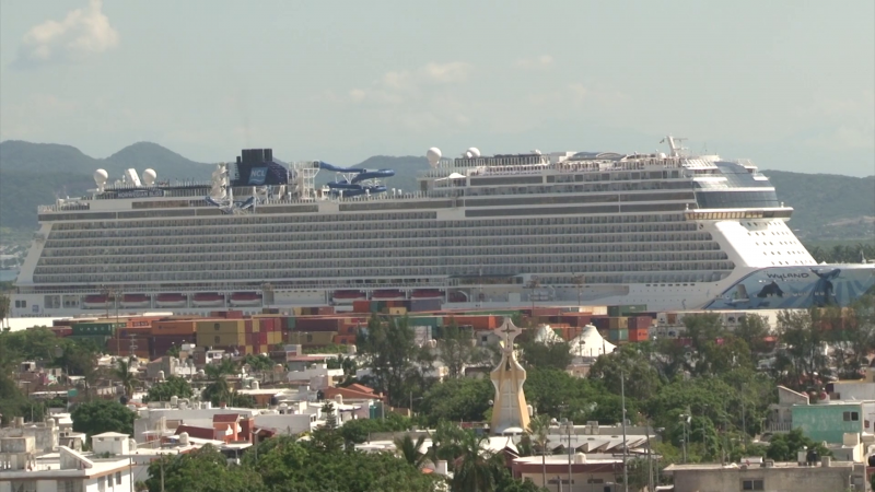 "Llega a Mazatlán el crucero  ""Norweigan Bliss"" con miles de visitantes a bordo"
