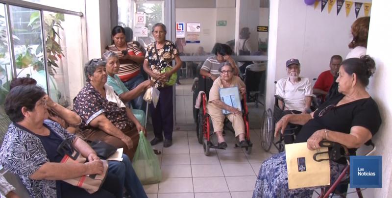Largas filas para pago de apoyos no es culpa de la Sec. del Bienestar: Bernabé Arana