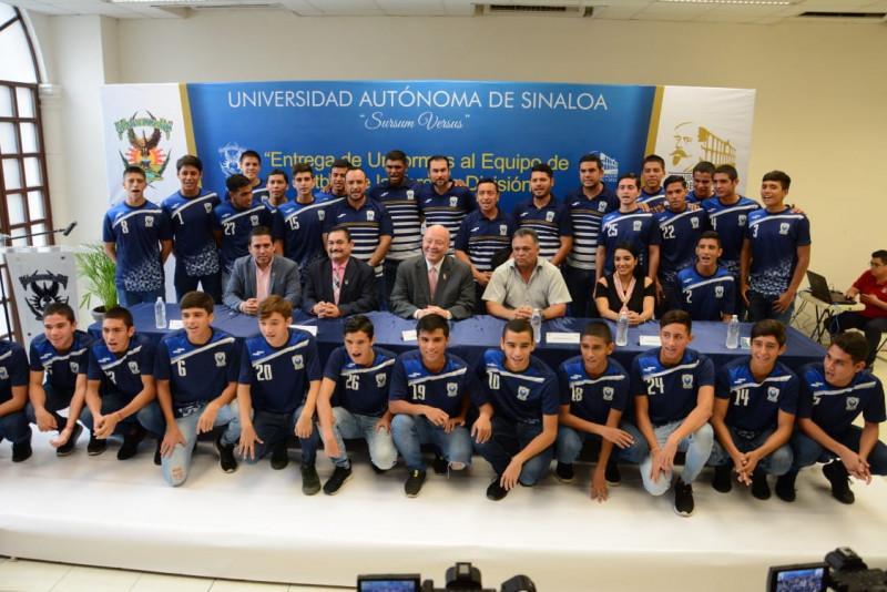 Entrega rector de la UAS uniformes a equipo de futbol de Tercera División
