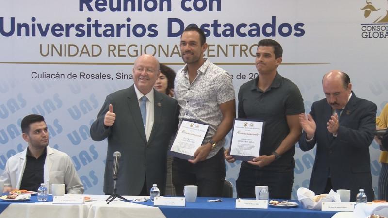 Reconoce rector de la UAS esfuerzos de estudiantes destacados