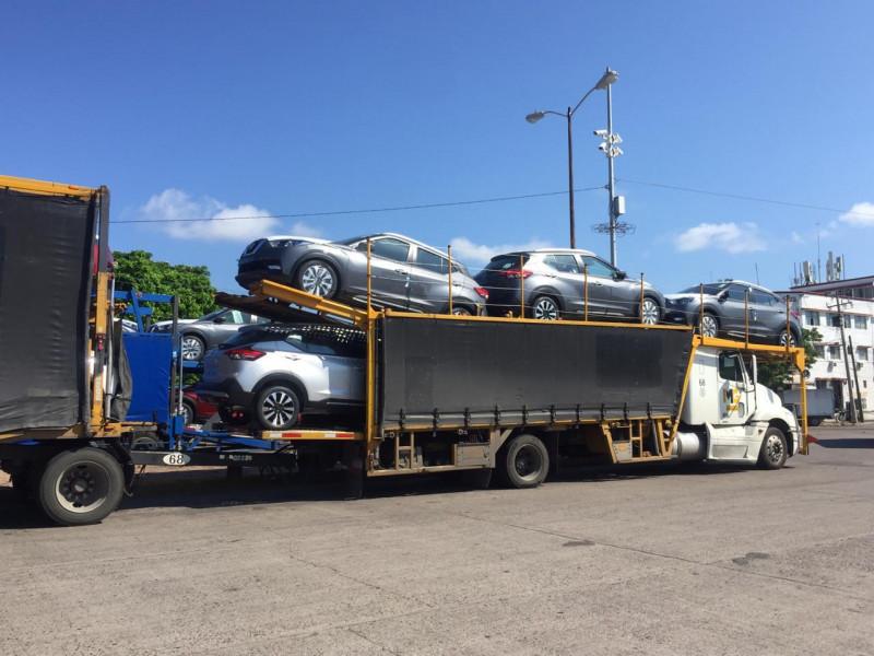 Circulan varias nodrizas de vehículos por Mazatlán