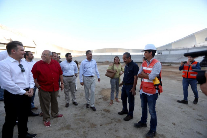Gobernador supervisa construcción de estadio de fútbol en Mazatlán