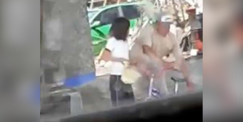 IMÁGENES FUERTES: Captan a hombre besando y tocando a menor en Oaxaca