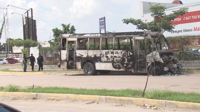 Habitantes cuentan como fueron despojados de vehículos para incendiarlos