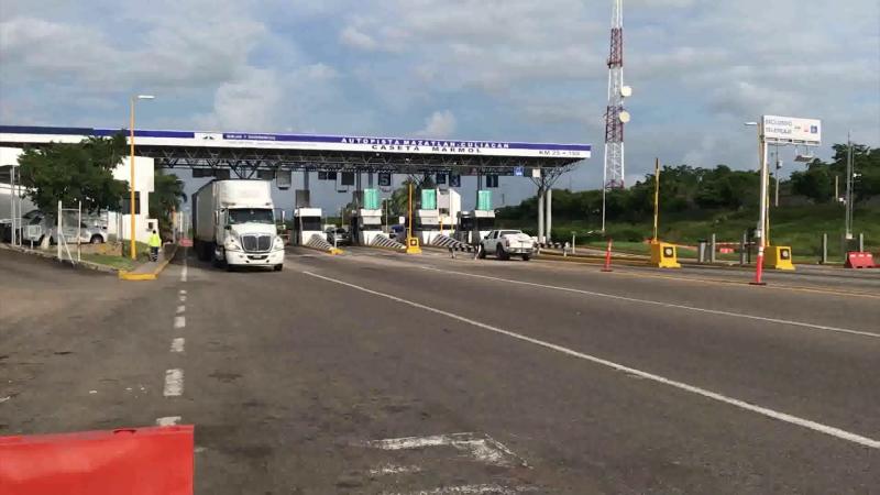 En calma aparente accesos carreteros de Mazatlán