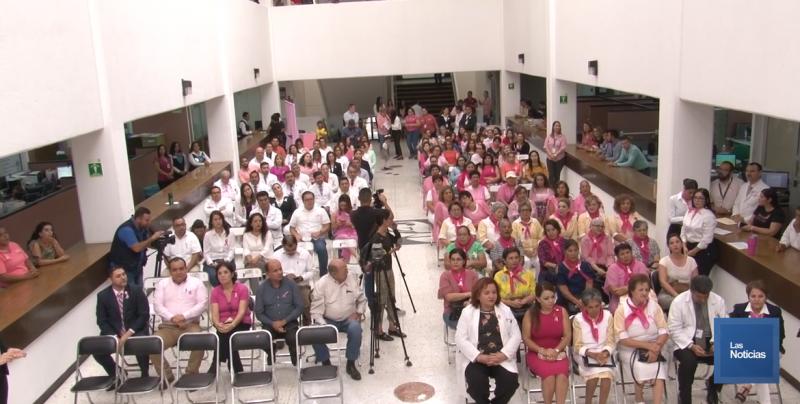 Hacen evento conmemorativo al Día de la Sensibilización contra el cáncer de mama