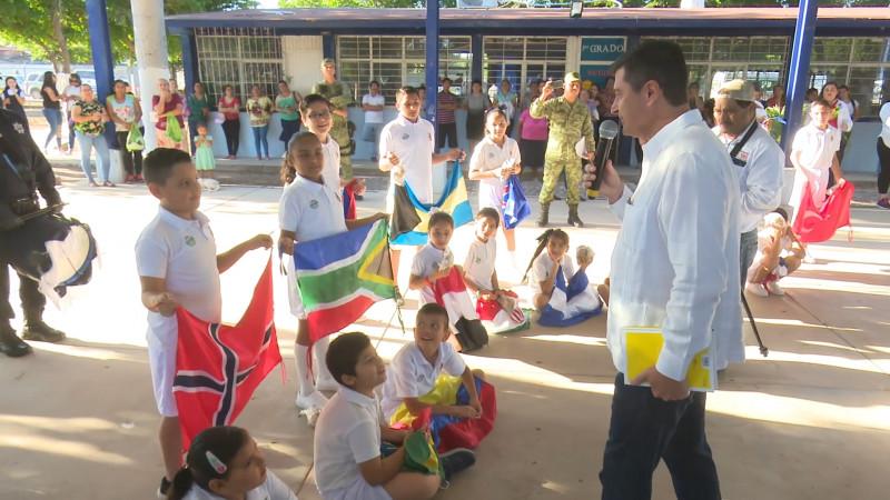 Alcalde encabeza Lunes Cívico en Poblado 6