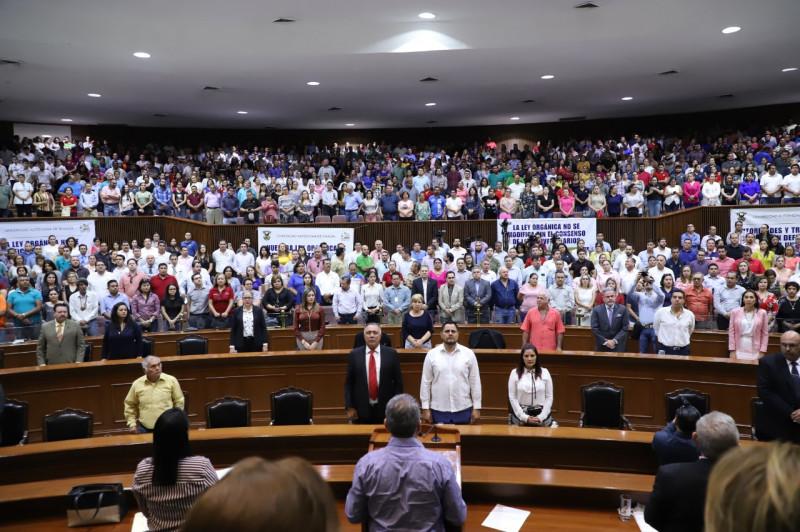"""Congreso del estado condena """"jueves negro"""" en Culiacán y llama a la unidad"""