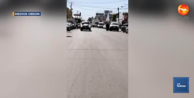 Acribillan a civil en estacionamiento de banco