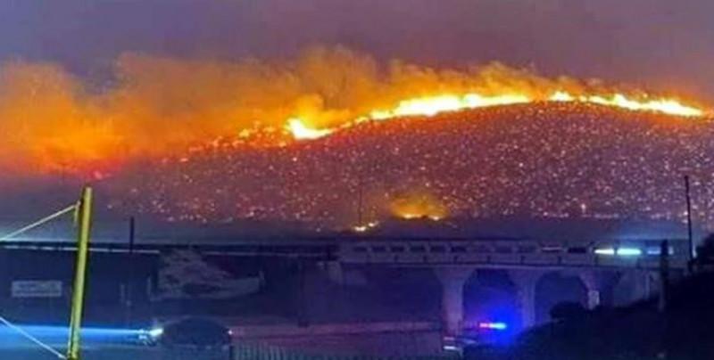 Cierran autopista Tijuana-Ensenada por incendios forestales