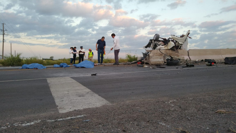 Mueren cuatro integrantes de una familia en accidente automovilístico