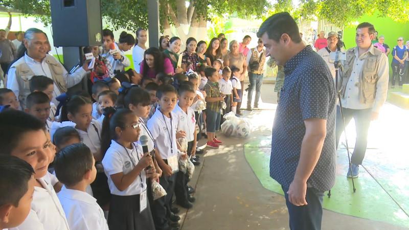 Ahome atiende necesidades escolares en la Sindicatura Gustavo Díaz