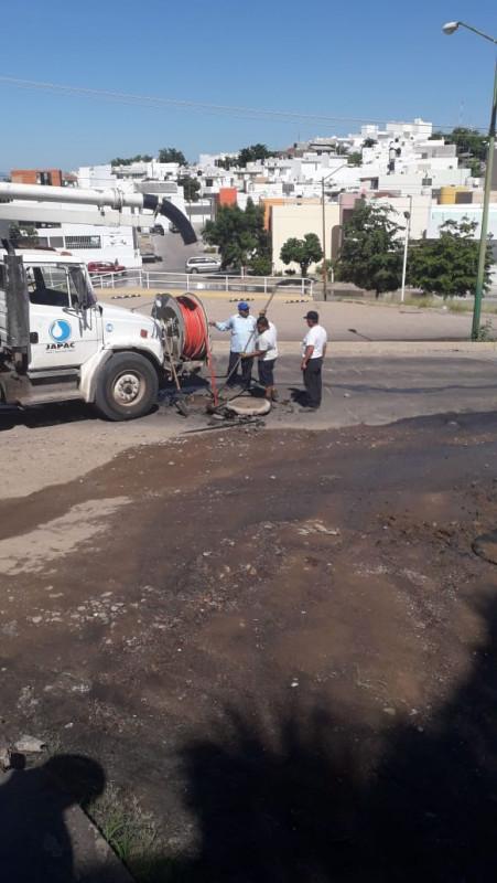 Repara JAPAC fuga de aguas negras en la Col.Buenos Aires
