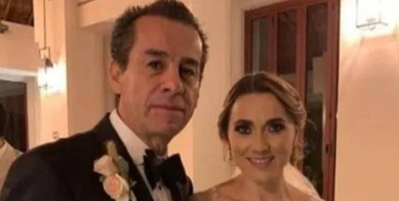 Exalcalde se casa con la exesposa de su hijo y las redes arden