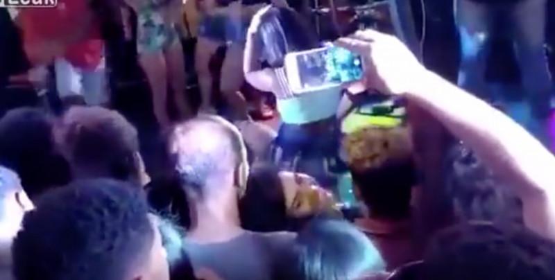 """VIDEO: Joven patea en el rostro a su novia por """"perrear"""" en público"""