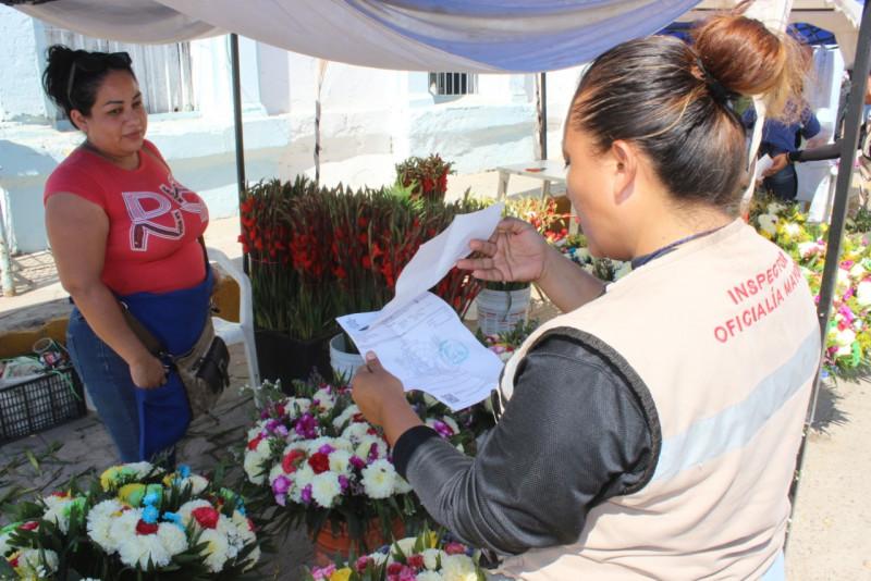 Va Oficialía Mayor por ambulantes sin permisos en Día de Muertos