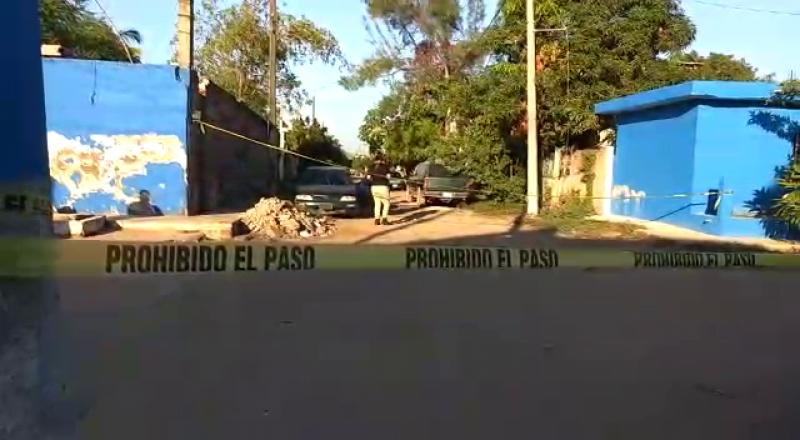 Encuentran baleado al interior de un vehículo