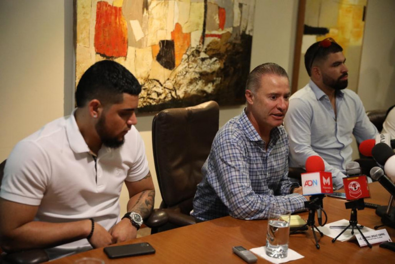 Gobernador Quirino Ordaz se reúne con Roberto Osuna y José Urquidy