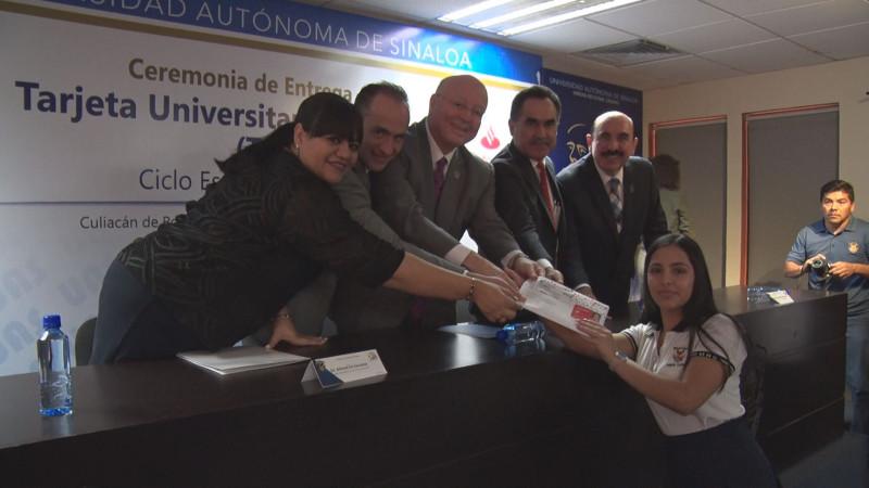 Entregan 14 mil TUI a estudiantes de nuevo ingreso de la UAS