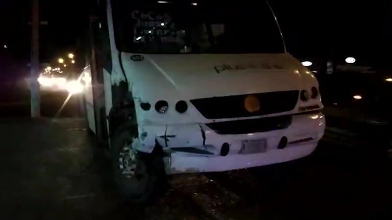 Por imprudencia autobús ocasiona accidente