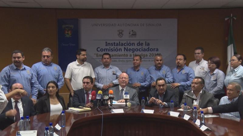 Entregan sindicatos pliego petitorio con incremento salarial del 15%